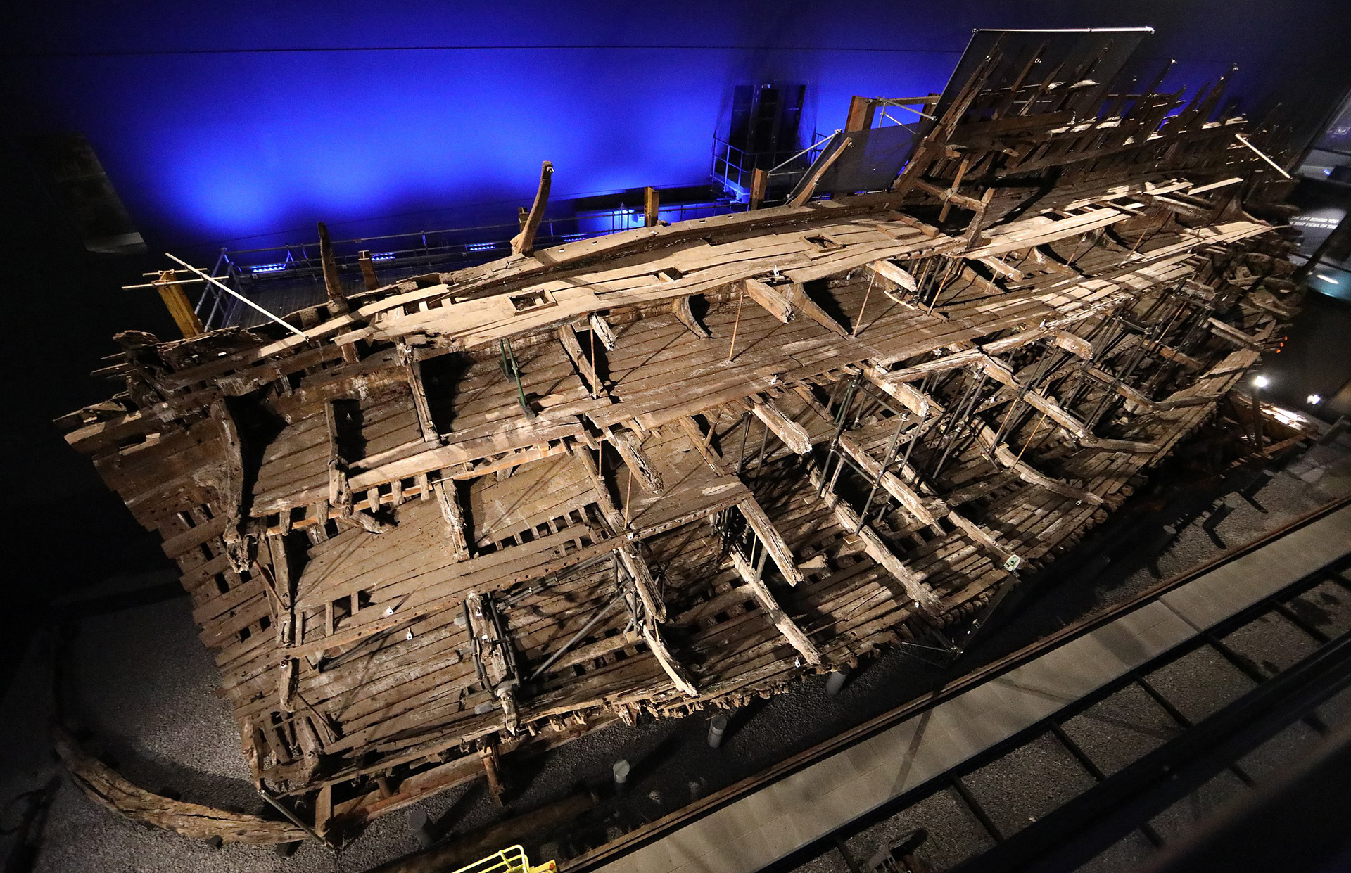 Remains of the Mary Rose and support structure, July 2019,photo byuser:geni