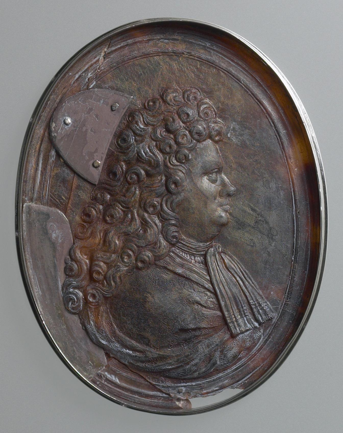 John Obrisset, Elihu Yale Snuffbox, ca. 1710–20, silver and tortoiseshell, Yale University Art Gallery, Gift of Ezra Stiles, YUAG 1788.1